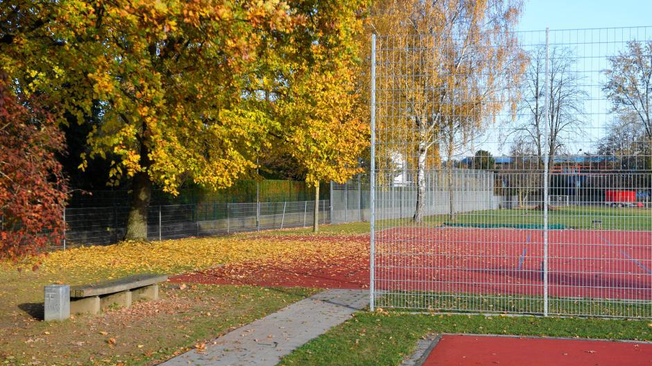 Gunzburg Zaun Am Sportplatz Des Gymnasiums Wird Erhoht