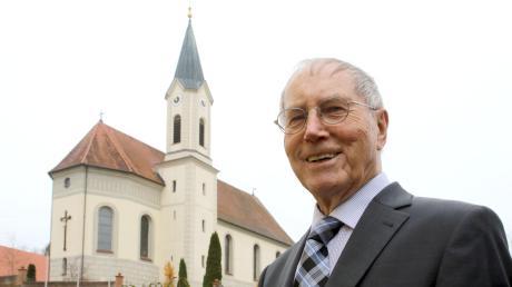 Pfarrer Richard Harlacher ist seit 50 Jahren Pfarrer von Gundremmingen und der Filialkirche St. Ursula in Schnuttenbach. Ohne sein Wirken würde heute dort vieles anders aussehen. Am Sonntag wird sein Jubiläum groß gefeiert, bevor er zum Ende des Jahres in den Ruhestand geht.