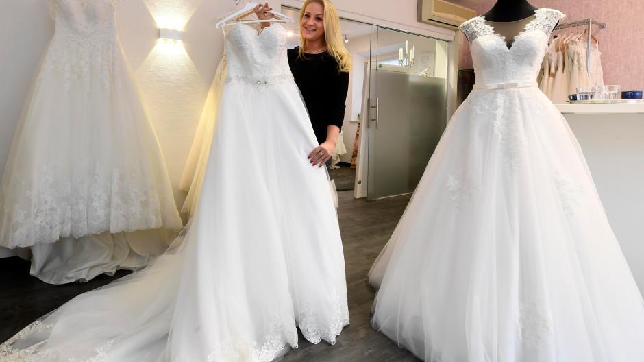 Jettingen Scheppach Hier Gibt S Brautkleider In Allen Grossen Und