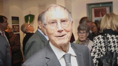 Pfarrer Richard Harlacher steht im Mittelpunkt. Der Heimatverein und die Gemeinde Gundremmingen haben ihm eine Ausstellung gewidmet.