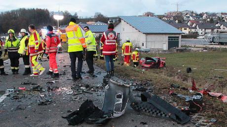Ein schwerer Verkehrsunfall ist am Samstag auf der Ortsverbindungsstraße zwischen Haldenwang und Röfingen passiert. Drei Menschen wurden verletzt – zwei davon schwer.