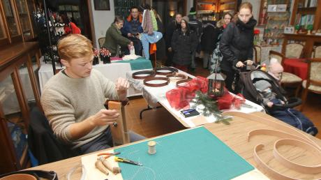 Selbst Hergestelltes aus Haldenwang und der Umgebung: Bei Simon Simik gab es sogar selbst gefertigte Gürtel aus echtem Leder zu kaufen.