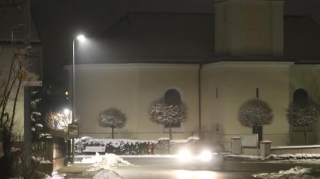 In Röfingen und Roßhaupten wird die Straßenbeleuchtung erneuert und auf LED-Technik umgestellt. An verschiedenen Stellen ist dies schon geschehen.