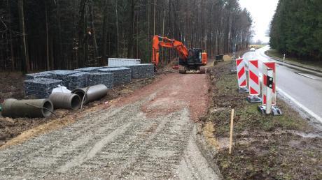Die Bauarbeiten am 4,3 Kilometer langen Radweg zwischen dem Winterbacher Ortsteil Rechbergreuthen und Baiershofen im Nachbarlandkreis Augsburg kommen gut voran, wie der Gemeinderat informiert wurde.