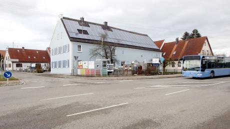 Der Gemeinderat lehnte aus Gründen der Verkehrssicherheit zwei Anträge für das Errichten von Werbetafeln an der Augsburger Straße ab.