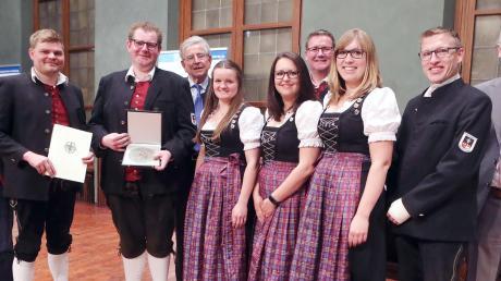 Eine Abordnung des Musikvereins Konzenberg nahm die Pro-Musica-Plakette entgegen.