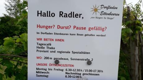 Der Dorfladen Ettenbeuren möchte mit seinem Angebot auch Radtouristen ansprechen. Hinweisschilder sollen den Kunden Appetit machen.