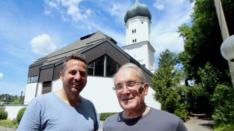 Die Renovierungsarbeiten an der Kirche Maria Immaculata in Haldenwang sind abgeschlossen. Wolfgang Deisenhofer, der frühere Kirchenpfleger, und sein Nachfolger Franz Stocker (links) erzählen, was alles gemacht wurde.