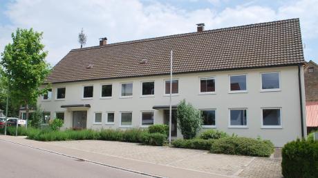 In diesem Gebäude hat Alois Kober den Grundstein für ein weltweit agierendes Unternehmen gelegt. Jetzt muss die Gemeinde Kötz entscheiden, ob sie das Gründerhaus in Großkötz nur oberflächlich oder grundlegend saniert.