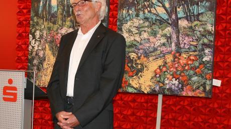 Maler Franz Meckl aus Bühl bei der Eröffnung seiner Ausstellung in der Sparkasse.