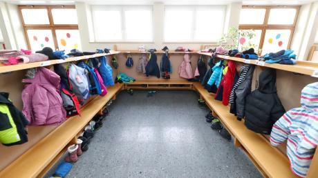 Nicht nur die Garderoben in den Kindergärten der Region sind voll belegt (Symbolfoto): Die Nachfrage nach Plätzen steigt weiter an. Für die Kommunen bedeutet dies weitere Investitionen.
