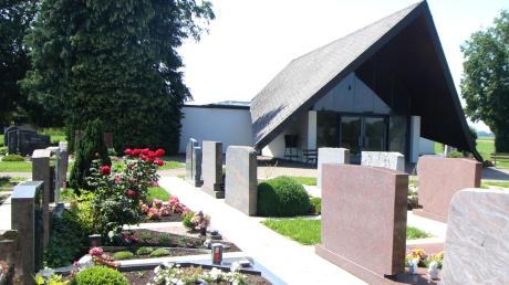 Der Friedhof in Dürrlauingen mit der Leichenhalle.
