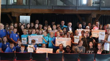 Sechs Einrichtungen, Vereine und Schulen sind mit dem Jugendsozialpreis des Lions Clubs Günzburg und der Leos ausgezeichnet worden. Sie alle haben mit außergewöhnlichen Projekten außergewöhnliches Engagement gezeigt.