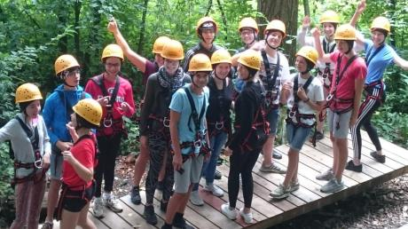 Der Besuch im Waldseilgarten erforderte Mut und machte den jungen Gästen aus Frankreich und den Jugendlichen aus Ichenhausen gleichzeitig Spaß. Eine Woche haben sie beim Jugendaustausch zusammen verbracht.