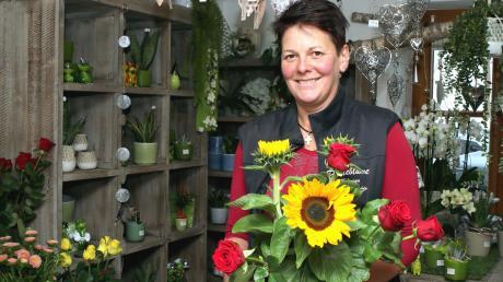 """Christine Demmelmaier führt seit 1996 ihr Geschäft """"Pusteblume Floristik"""" in Röfingen. Blumenläden haben es auch künftig nicht leicht, sich gegen die bestehende Konkurrenz zu behaupten."""