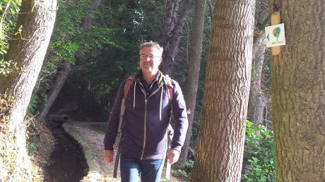 Manuel Andrack, einer der bekanntesten Wanderexperten Deutschlands, war auf dem Premiumwanderweg Donauwald unterwegs. Er zeigte sich vom längsten flachen Premiumweg der Welt begeistert.