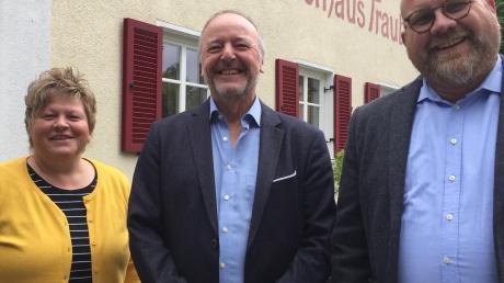 Der Kämmerer der Gemeinde Bibertal wurde verabschiedet. Das Bild zeigt (von links) Heidi Schneid Personalrat, Joachim Winkler und Bürgermeister Oliver Preußner