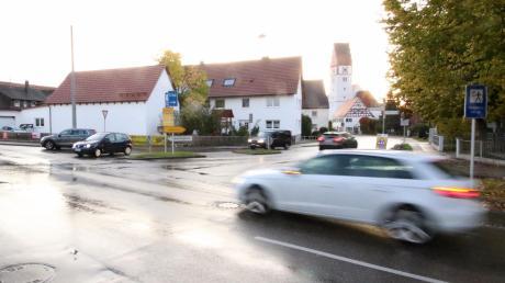 Neben der Trinkwasserversorgung war die Kreuzung in der Ortsmitte eines der Hauptthemen bei der Bürgerversammlung in Bubesheim. Wenn alles verläuft wie geplant, entsteht dort im kommenden Jahr eine Ampelanlage.