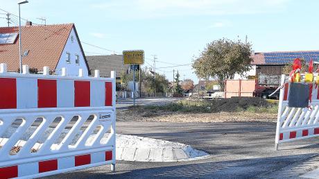Die südliche Ortseinfahrt in Kammeltals Ortsteil Egenhofen wurde neu gestaltet. Bewohner bemängeln, dass die neue Einfahrt für größere Kraftfahrzeuge nicht geeignet ist und wollen mit einer Unterschriftenliste dagegen vorgehen.