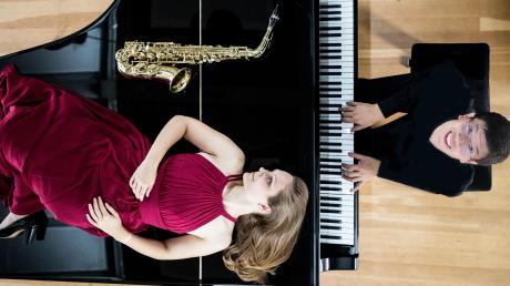 """Saxophonistin Regina Reiter und Pianist Danling Felix Sheng sind als """"Duo Klax"""" am Sonntag, 3. November, in der Musikschule Günzburg zu hören."""
