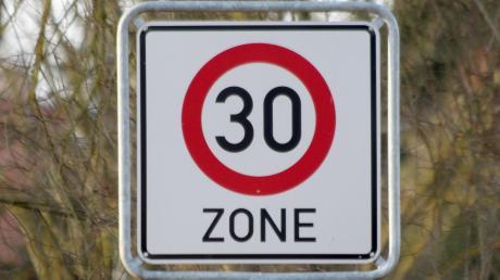 In der Hauptstraße in Schnuttenbach wünschen sich viele eine Tempo-30-Regelung. In der Sitzung des Offinger Marktgemeinderats am Montag wurden die Ergebnisse der Geschwindigkeitsmessungen vorgestellt.
