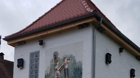 Auf unserem Bild sind die Nistkästen an der Fassade des Wasserhäusles in Reichertsried zu erkennen.