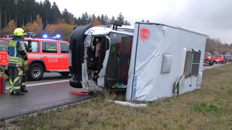Ein Unfall mit einem Wohnmobil hat sich auf der A8 ereignet.