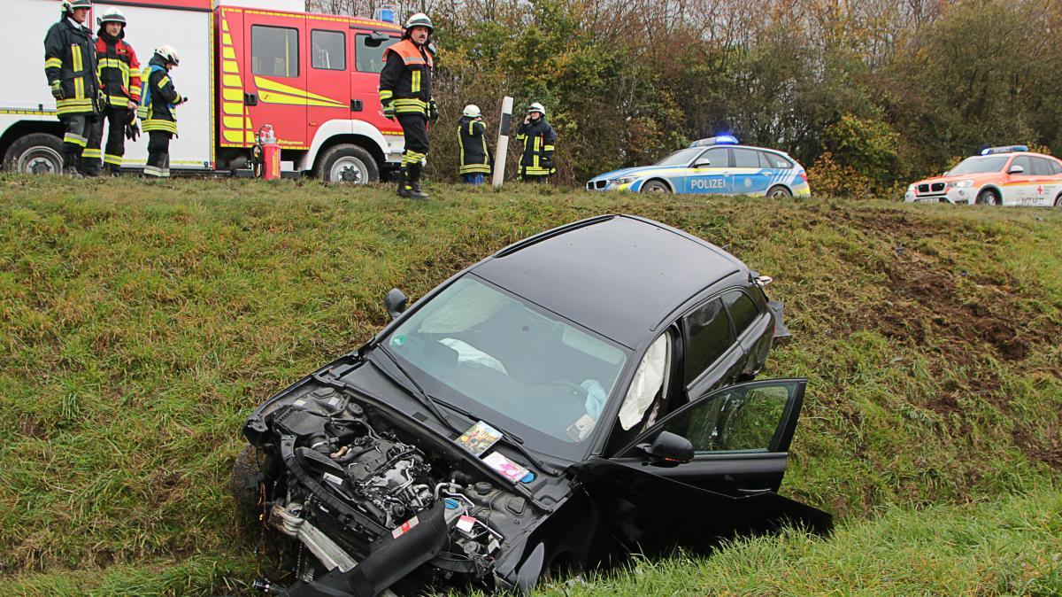 Auto wird bei Unfall Böschung hinab geschleudert - Augsburger Allgemeine