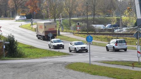 Ab 18. November wird am südlichen Ortsende von Ichenhausen mit dem Bau einer Querungshilfe über die Bundesstraße 16 begonnen.