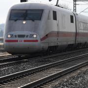 Von Jettingen-Scheppach durch Burgau (Foto) und Günzburg führt die bestehende Bahnstrecke zwischen Augsburg und Ulm. Der Ichenhauser Stadtrat hat sich nun dafür ausgesprochen, dass die Bestandsstrecke optimiert werden soll. Eine Neubaustrecke auf Ichenhauser Flur lehnen die Stadträte ab.