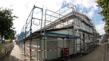 Noch immer gebaut wird an der Mehrzweckhalle in Kissendorf. Im Juni 2020 sollen die Sanierungsarbeiten fertig sein.