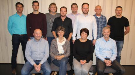 Die Bewerber für die Kommunalwahl. Friedrich Bobinger (links hinten) möchte zudem Bürgermeister werden.