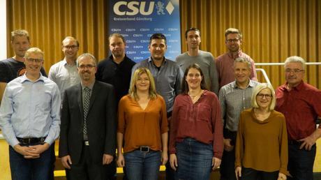 Die Kandidaten der CSU Bibertal mit Bürgermeisterkandidat Roman Gepperth (untere Reihe, Zweiter von links).