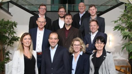 Tobias Bühler (untere Reihe, Zweiter von links) soll nach dem Willen der CSU Bürgermeister in Gundremmingen bleiben.
