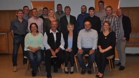 So haben sich die Freien Wähler Kötz für die Kommunalwahlen 2020 aufgestellt. Unser Bild zeigt die Gemeinderatskandidaten zusammen mit (vorne, von links) der Kreisvorsitzenden Ruth Abmayr, dem Ortsvorsitzenden Reinhard Uhl und Bürgermeisterkandidatin Sabine Ertle.