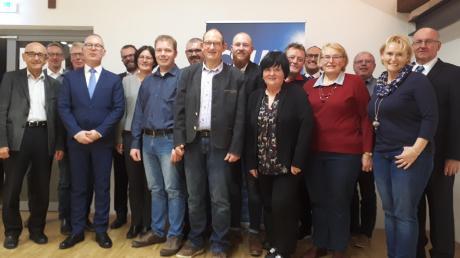 Die Kandidaten für den nächsten Offinger Gemeinderat mit Gast Alfred Sauter (links).