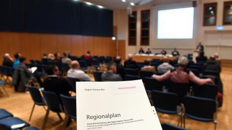 Aufgestuhlt war schon. Aber nur wenige wollten sich in Günzburg über den neuen Regionalplan informieren.