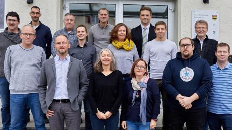 Die Gemeinderatskandidaten des Bürgerblocks mit Bürgermeisterkandidat und Amtsinhaber Matthias Kiermasz (letzte Reihe, rechts). Nicht auf dem Foto sind Lisa Miehle und Christopher Hundt.