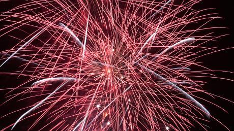 Im weiten Teilen Günzburger Altstadt ist das Abschießen von Feuerwerk eigentlich bereits gesetzlich verboten – vor allem wegen der dort stehenden empfindlichen, denkmalgeschützten Gebäude. Da sich aber in der Vergangenheit immer wieder Menschen nicht daran gehalten haben, droht jetzt ein Bußgeld.