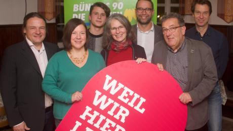 Der neue Kreisvorstand der Grünen (von links): Harald Lenz, Ulrike Kühner, Philipp Beißbarth, Eveline Kuhnert, Max Deisenhofer, Kurt Schweizer und Bernhard Lohr.