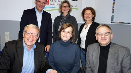 Von links: Hans Klement (Caritas), Mathias Abel (Caritas), Maria Granz (Projektkoordinatorin), Corinna Deininger (Diakonie), Inge Schmidt (Stellwerk) und Ralph Schreyer (Jobcenter).