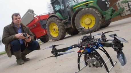 Drohnen über Getreidefelder, satellitengesteuerte Mähdrescher, Handy-Nachrichten vom Milchvieh: Mit Internet und Datenbanken machen sich auch die Bauern an die digitale Wende. Doch viele Höfe im Günzburger Stadtgebiet liegen derzeit noch innerhalb von weißen Flecken auf der Breitbandkarte.