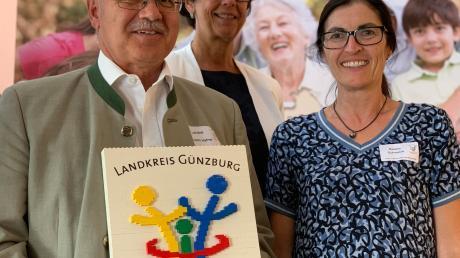 Landrat Hubert Hafner, Kirsten Witte (Bertelsmannstiftung) und Beatrix Schwarze (Geschäftsführerin des Vereins Familiengerechte Kommune; von links) sind an den Zukunftskonferenzen beteiligt.