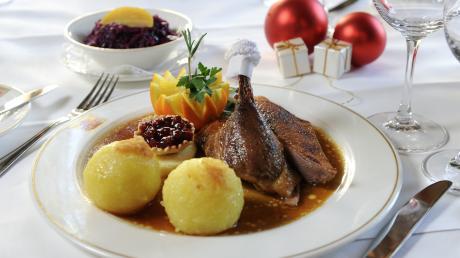 Auch an Weihnachten gehen viele gerne gut essen und geben dann durchaus mehr aus. Auf diese Einnahmen wollen Gastwirte nicht verzichten.