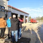 Am Sonntag wurde bei strahlend blauem Himmel beim gemeinsamen Feuerwehrgerätehaus der Wehren aus Eichenhofen, Hafenhofen und Konzenberg Hebauf gefeiert.