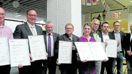 Das Bild zeigt: (von links) Stephan Sendler (Konrektor), Achim Haab, Jürgen Korschinski, Jürgen Kühn, Stefanie Schmid (Rektorin), Rüdiger Greb, Benjamin Schwegler, Michael Breitfelder, Dennis Witzing.