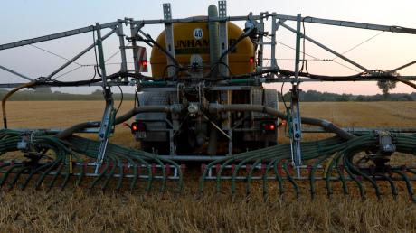 Die strengeren Vorgaben bei der Bodendüngung ist nur eine von vielen Herausforderungen, die die Landwirte derzeit zu bewältigen haben.