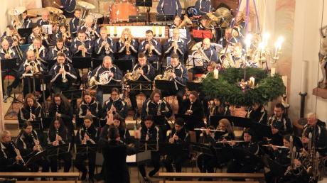 Das Blasorchester Kötz feierte dieses Jahr sein Jubiläum. Das Adventskonzert in der Großkötzer Kirche bildete den feierlichen Abschluss.