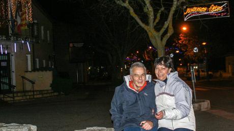 Gaby Schuster aus Jettingen-Scheppach wanderte mit ihrem Mann Josef in die französische Provence aus. Die 62-Jährige erzählt, dass die Franzosen Lichterdeko lieben, wie im Hintergrund des Fotos zu sehen ist.