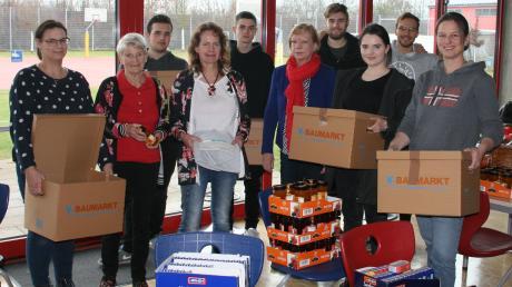 Rund 150 Pakete verteilt das Weihnachtskomitee Günzburg auch in diesem Jahr wieder an Bedürftige. Mit angepackt haben heuer Schülerinnen und Schüler sowie Lehrkräfte der Dominikus-Zimmermann-Realschule.